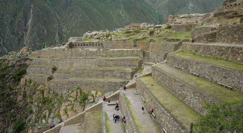 ollantaytambo inca site Machu Picchu hike with Sacred Valley Tour 2 Days